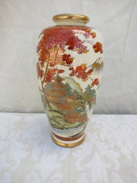 22: ASIAN VASE,TEMPLE SCENE,HAND PAINTED ,GOLD