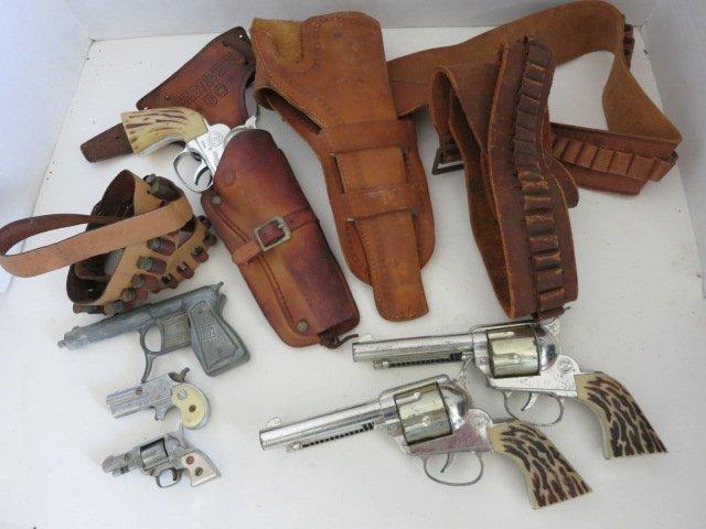 178: VINTAGE TOY GUNS /GUN HOLSTERS LOT
