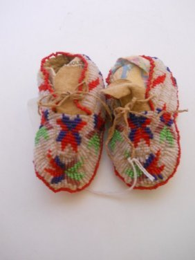 SIOUX INFANT SEED BEADED MOCCASINS