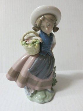 1983 LLADRO,GIRL WITH FLOWER BASKET,SWEET SCENT,52