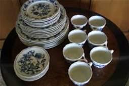 214: BLUE DANUBE PORCELAIN DINNERWARE 31PC SET