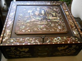 21: ORIENTAL WOODEN BOX,MOTHER OF PEARL INLAY,KEY