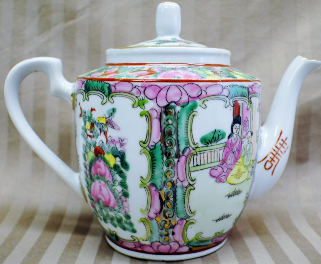 Chinese export Famille Rose tea pot, Guangxu Nian Zao	C