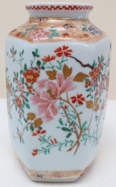 Japanese Meji period  porcelain vase with flowers, Ei m