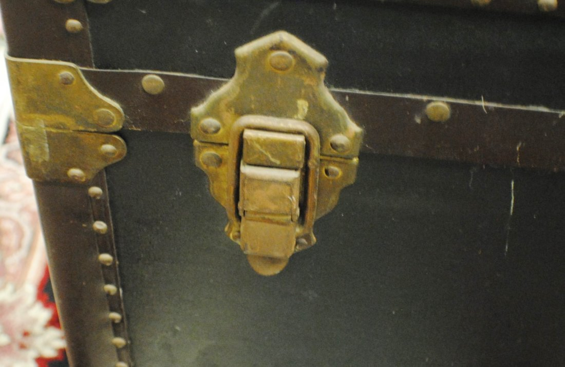 Antique R.H.Macy & Co. steamer trunk - 2