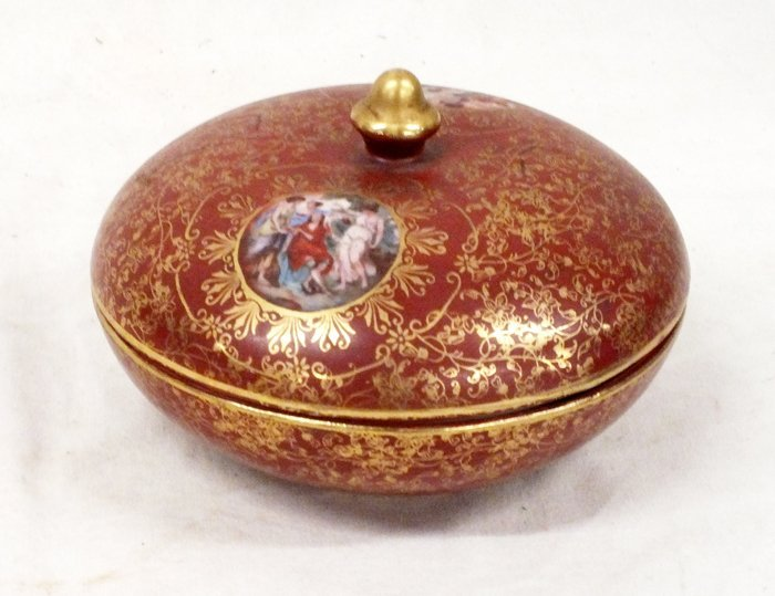 M&R USA hand painted candy dish