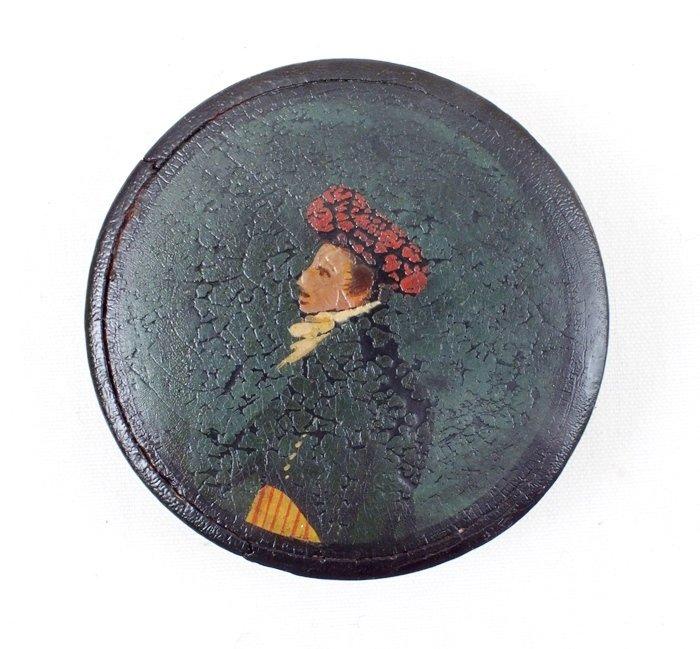 Paper mache snuff box, Man's portrait
