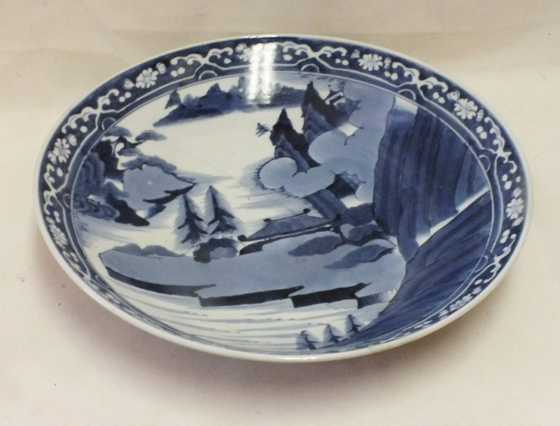Chinese Qing dinasty blue and white charger