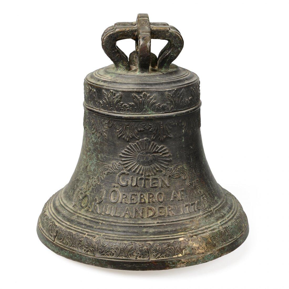 KLOCKA, brons, daterad 1776 af Olof Kiulander, Örebro