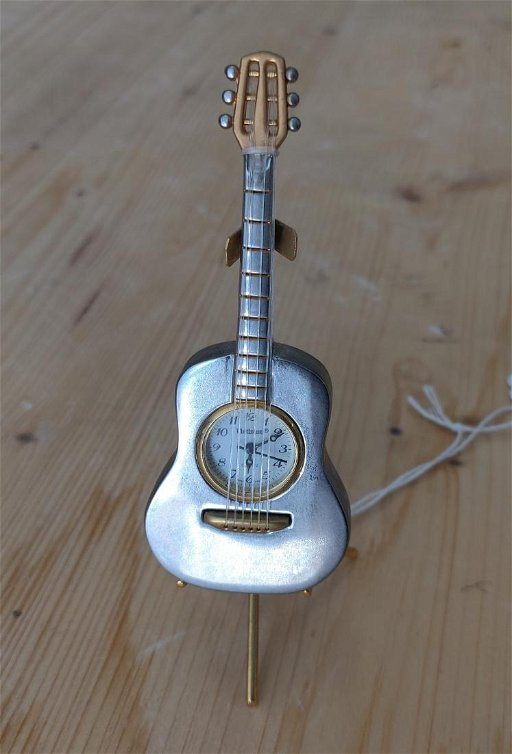 Miniature Guitar Clock