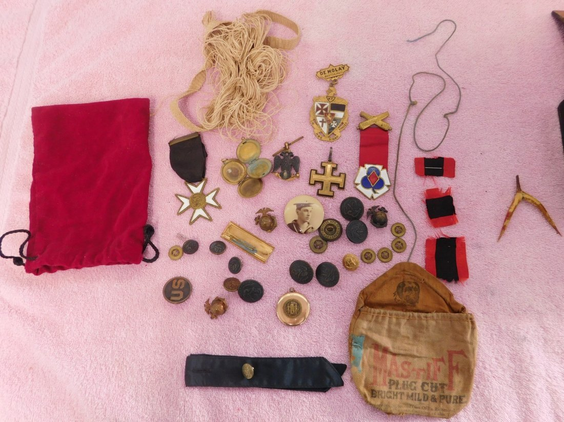 Collection of Civil War Medals & Buttons in Box - 4