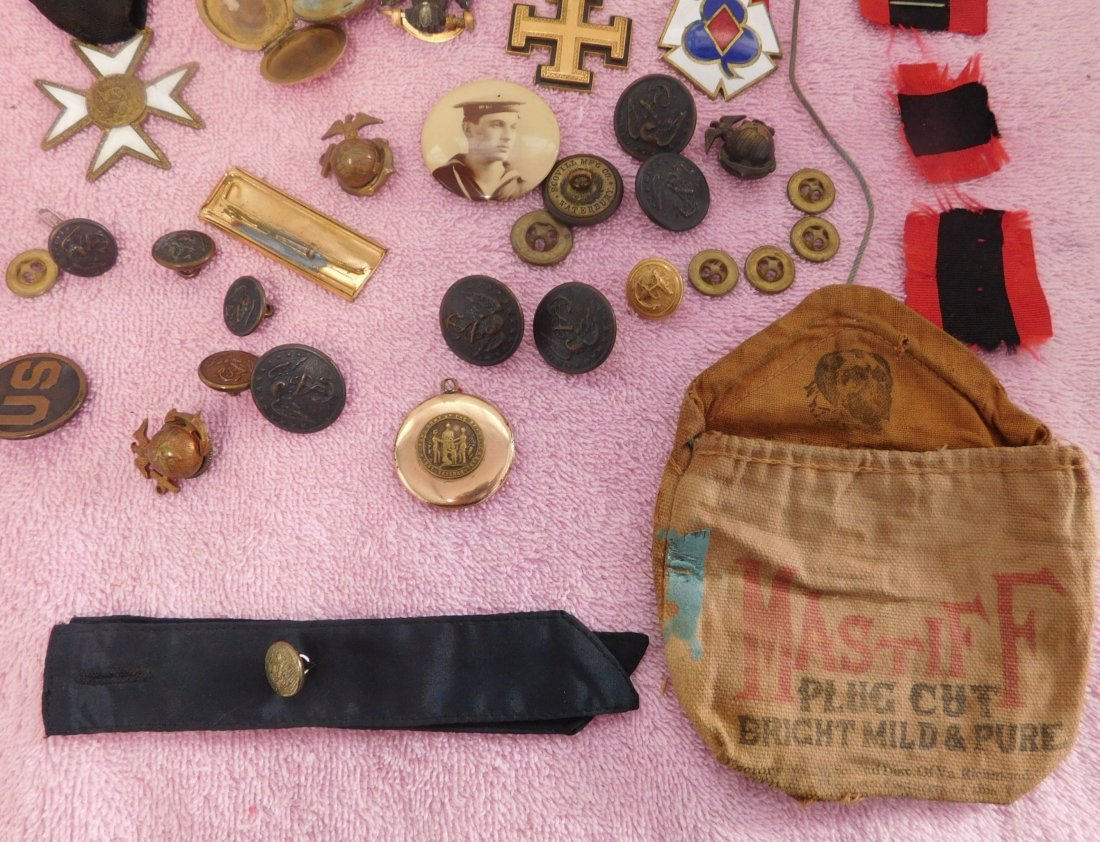 Collection of Civil War Medals & Buttons in Box - 5