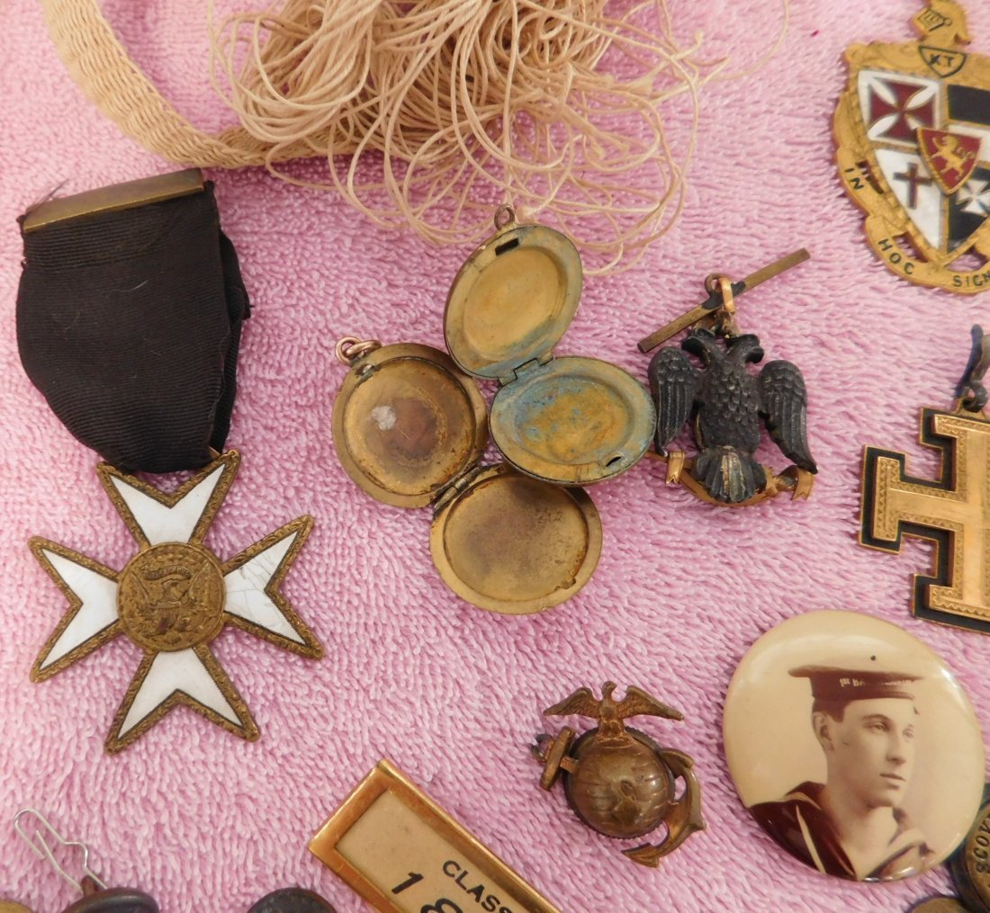Collection of Civil War Medals & Buttons in Box - 7
