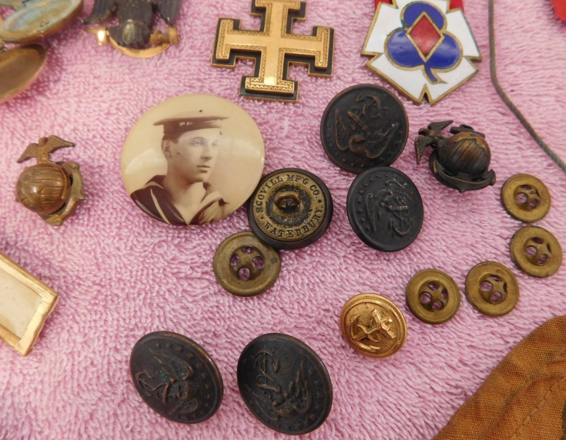 Collection of Civil War Medals & Buttons in Box - 8