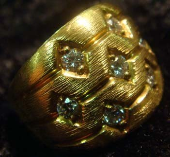 1002: RING-LADIES 18KT YELLOW GOLD AND DIAMOND