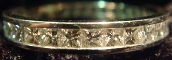 1003: RING-DIAMOND & PLATINUM LADIES RING