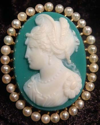 1005: BROOCH-AGATE-CAMEO-VICTORIAN-NATURAL PEARLS