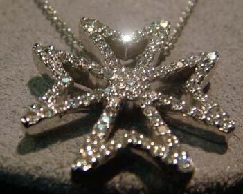 1010: NECKLACE, 18KT GOLD, DIAMOND MALTESE CROSS