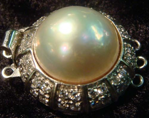 1015: 250CLASP, 18KT WHITE GOLD, DIAMOND & MABE PEARL