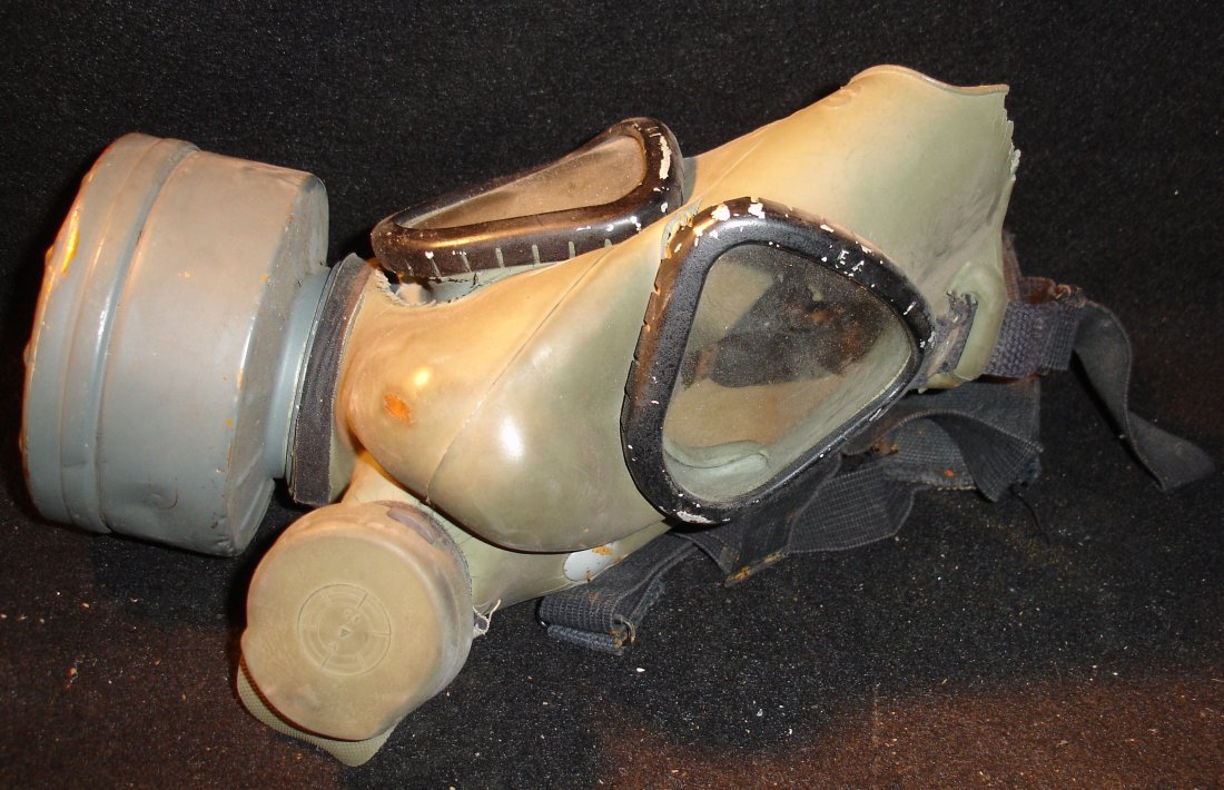 8: U.S. Army Gas Mask 25131-1004