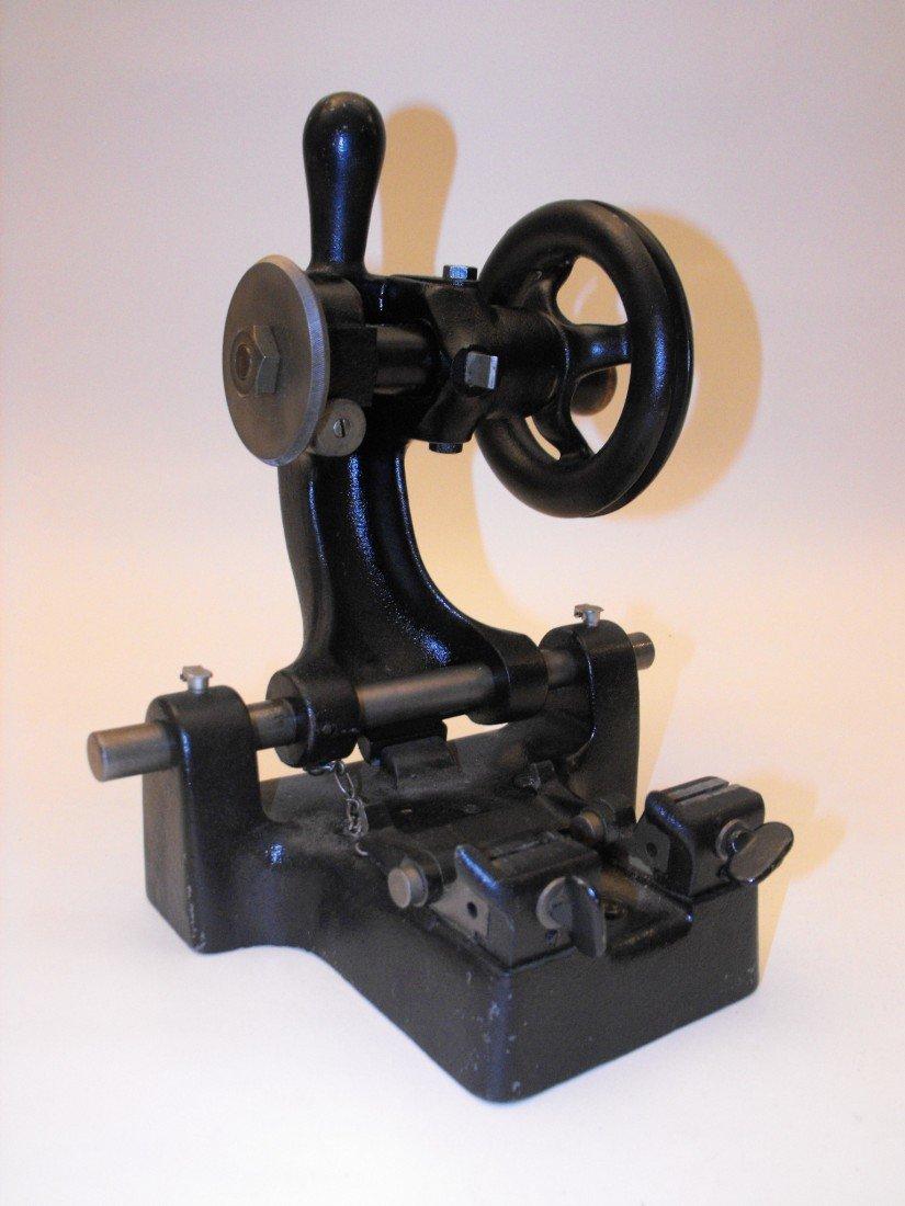 037: Key Cutting Machine