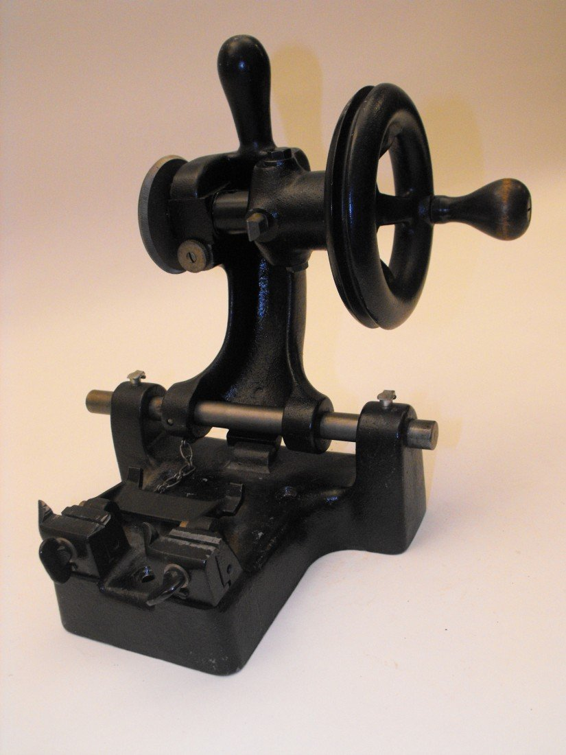 037: Key Cutting Machine - 8