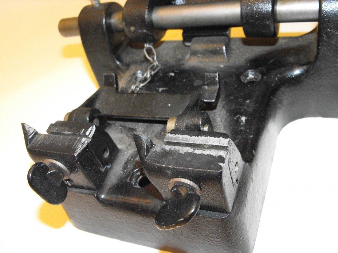 037: Key Cutting Machine - 9