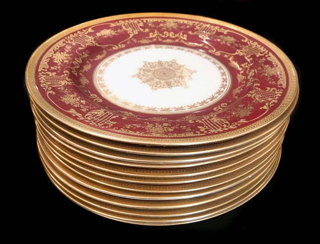 A SET OF TEN ROYAL DAULTON PORCELAIN PLATES