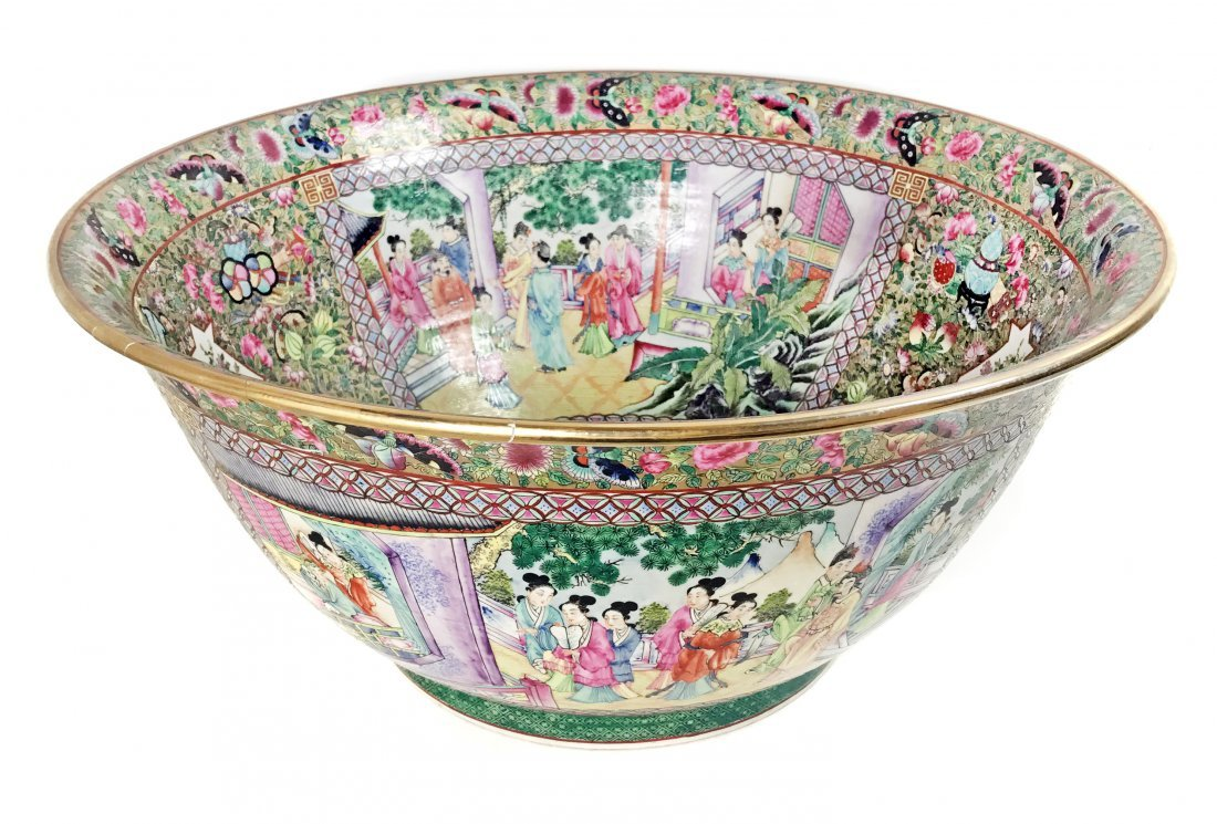 A LARGE CHINESE FAMILLE-ROSE PORCELAIN PUNCH BOWL