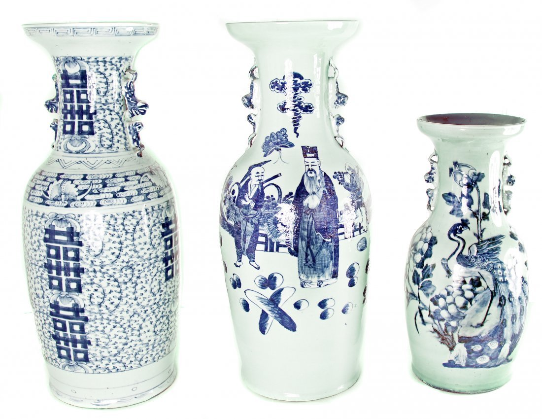GROUP OF THREE CHINESE PORCELAIN URNS