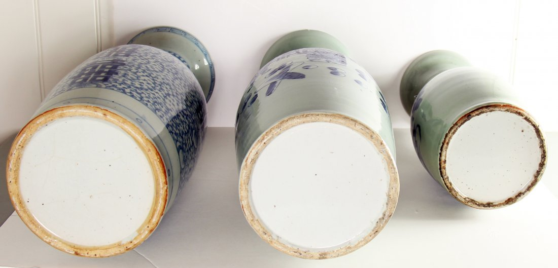 GROUP OF THREE CHINESE PORCELAIN URNS - 2
