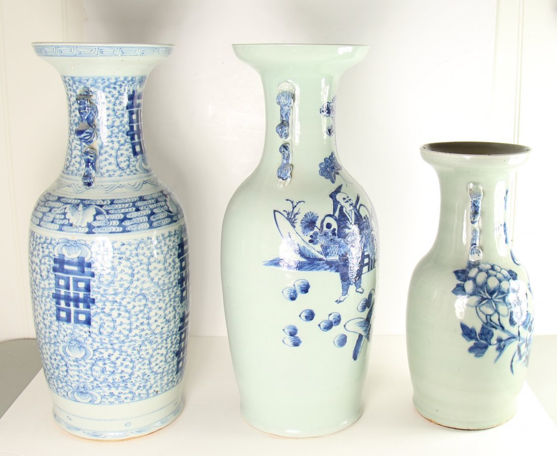 GROUP OF THREE CHINESE PORCELAIN URNS - 3