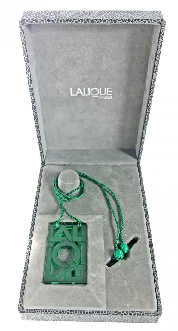 LALIQUE FRANCE 20TH CENTURY, GREEN GLASS NECKLACE