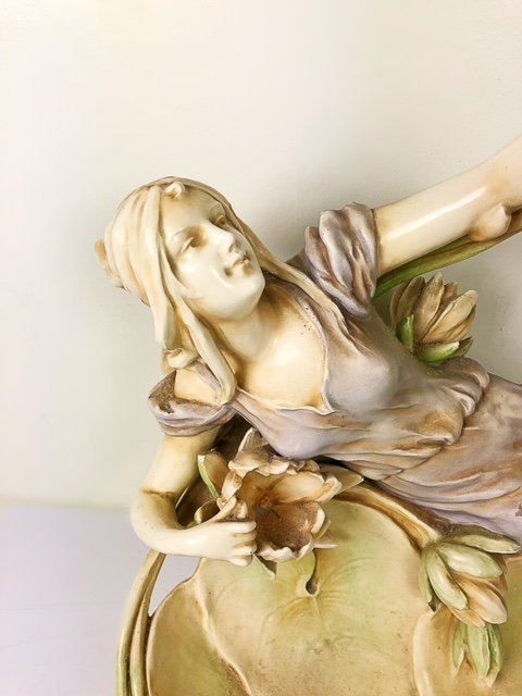 CONTINENTAL PORCELAIN GROUP OF A MAIDEN AMIDST LOTUS - 3