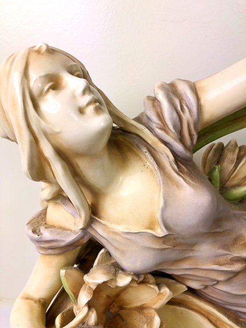 CONTINENTAL PORCELAIN GROUP OF A MAIDEN AMIDST LOTUS - 7