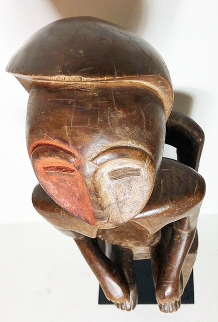 AFRICAN CARVED WOOD SEATED MALE FIGURE - 2