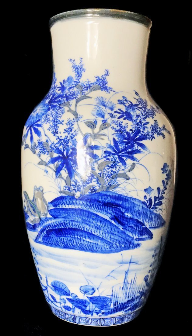 A JAPANESE BLUE AND WHITE VASE, EDO PERIOD