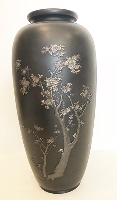 JAPANESE PATINATED AND GILT-BRONZE VASE.