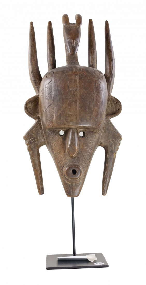 STYLE OF KEPELE CEREMONIAL DANCE MASK - CARVED WOOD.