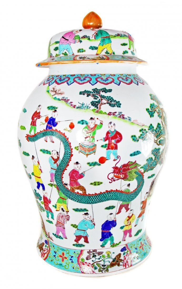 LARGE CHINESE FAMILLE-ROSE PORCELAIN JAR AND COVER