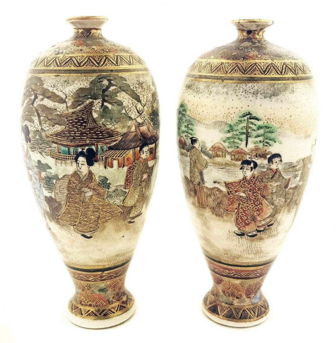 A PAIR OF JAPANESE SATSUMA VASES