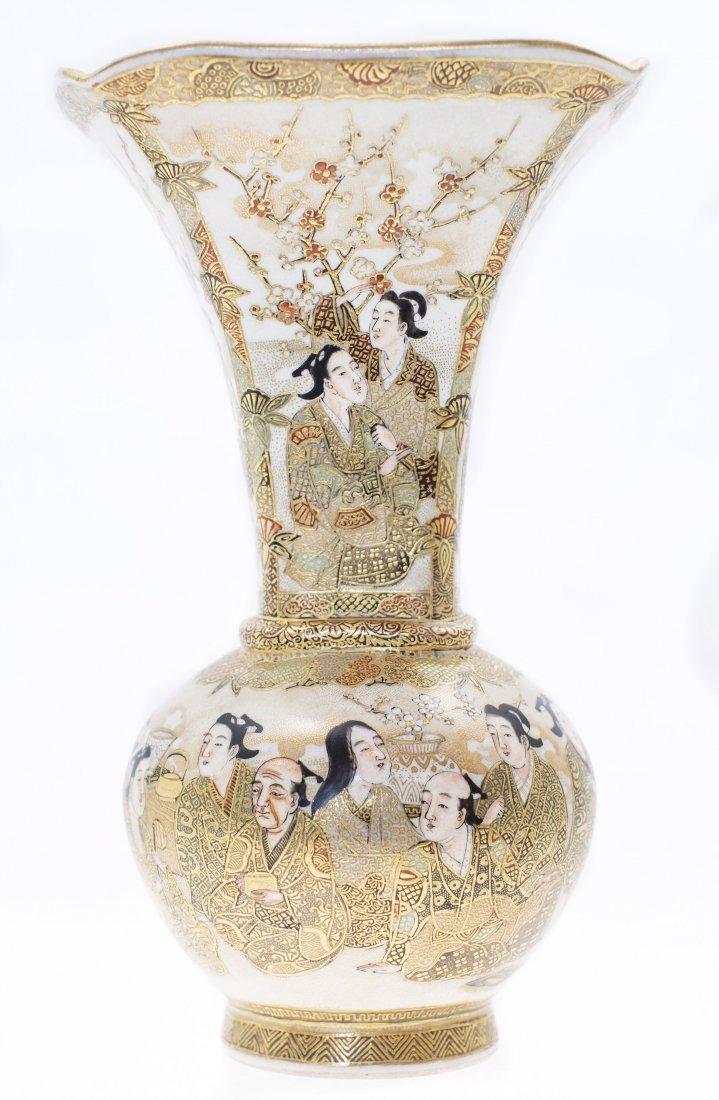 SATSUMA EARTHENWARE VASE, MEIJI PERIOD (1868-1912)
