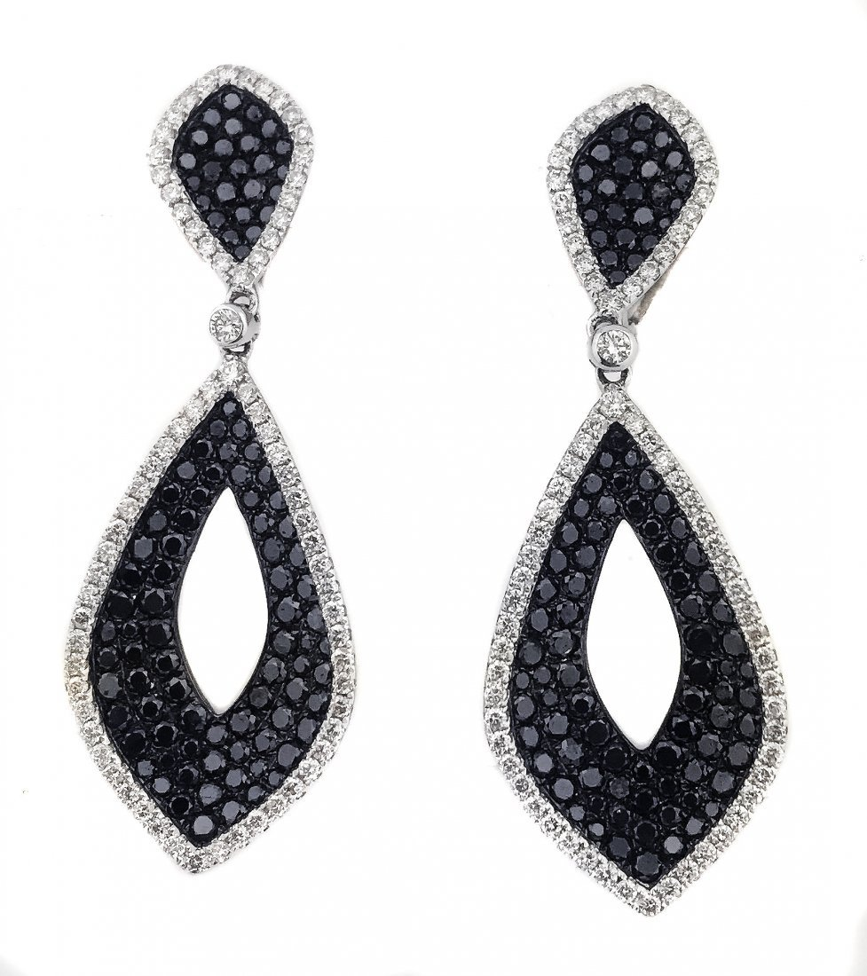 PAIR OF SAPPHIRE AND DIAMOND EARRINGS