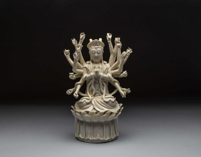 CHINESE BLANC-DE CHINE FIGURE A FEMALE DEITY