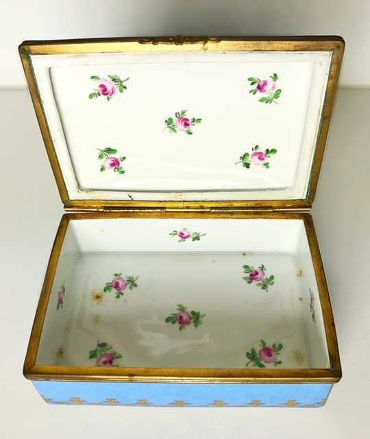 CONTINENTAL PORCELAIN BOX. ENGLISH/FRENCH, LATE 19TH. - 2