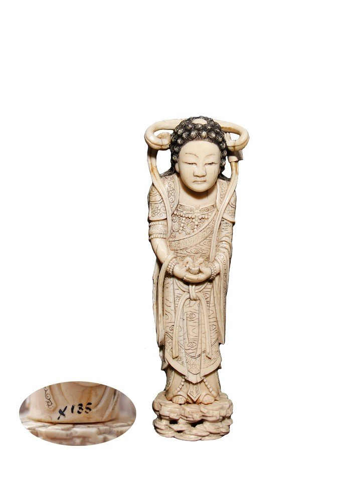 Ivory carving of Buddha, Chinese, 19th century