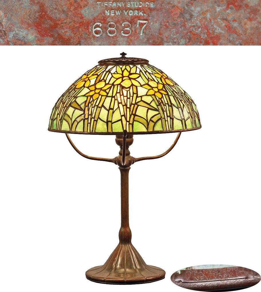 Tiffany Daffodil leaded glass and bronze table lamp,