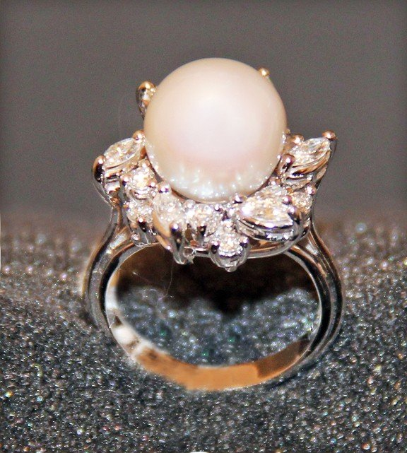 LADIES 18K White Gold Cultured Pearl Ring