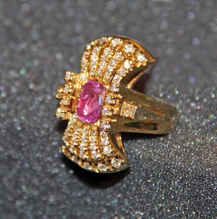 18k gold flare shaped ring one pink sapphire, diamonds