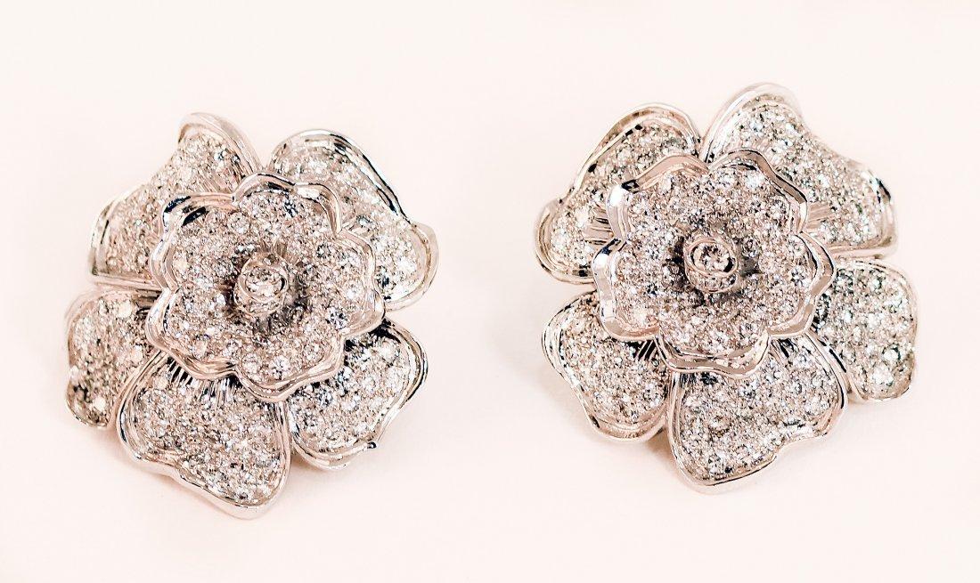 18 KARAT WHITE GOLD AND DIAMOND FLOWER EARRINGS